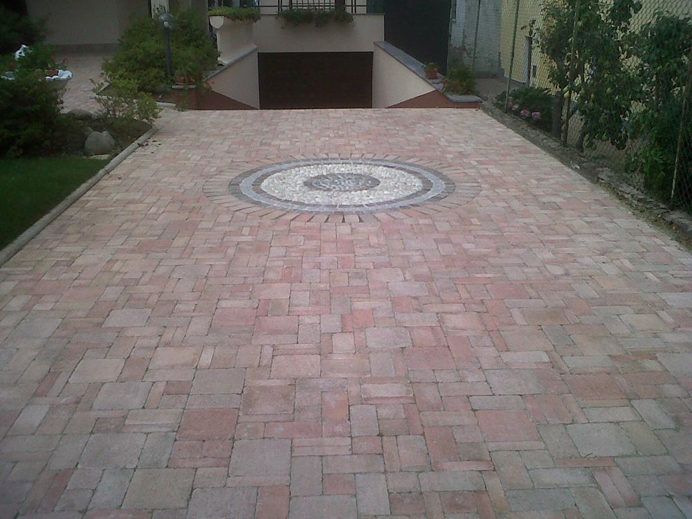 Riparazione pavimenti esterni autobloccanti e pietra - Pavimentazione giardino autobloccanti ...
